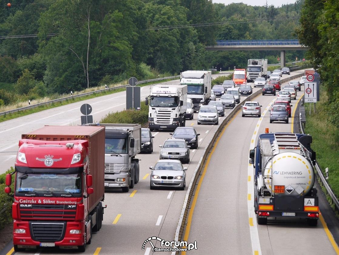 Autostrada, zwężenie, cztery pasy