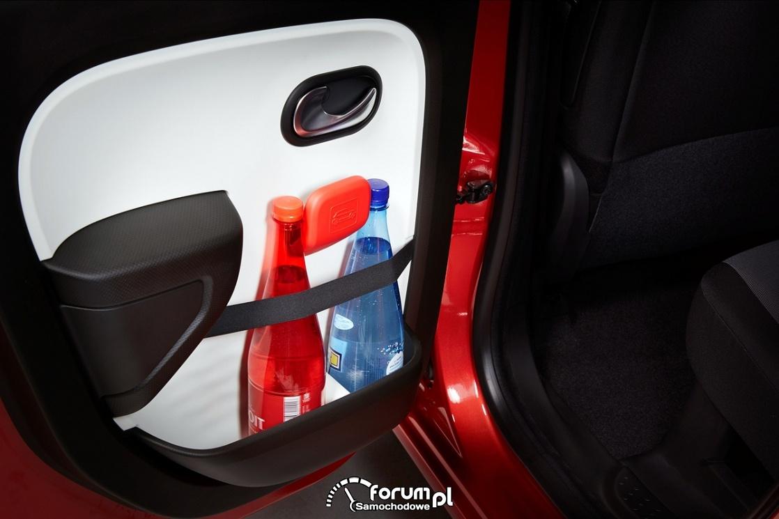 Butelki z piciem w samochodzie