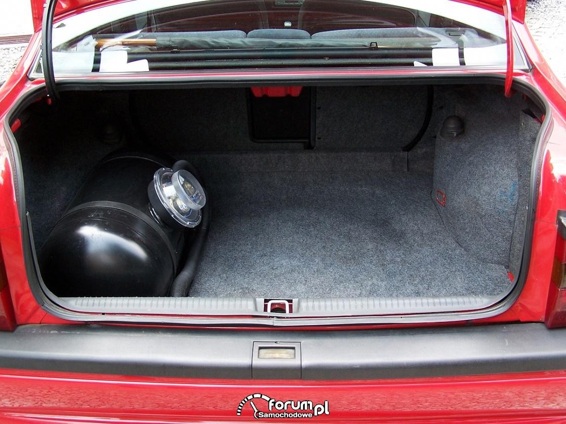 Butla do gazu w bagażniku