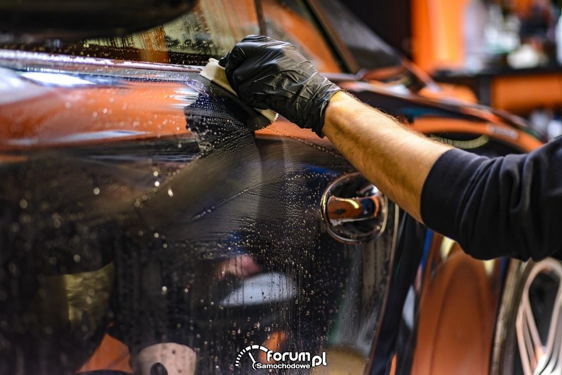 Detaling lakieru samochodowego