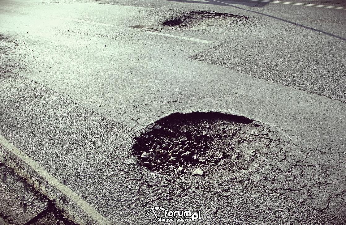 Dziury na dwóch pasach w obie strony