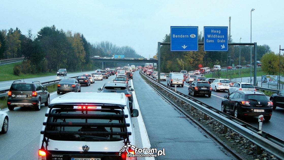 Korek na autostradzie, samochody w korku