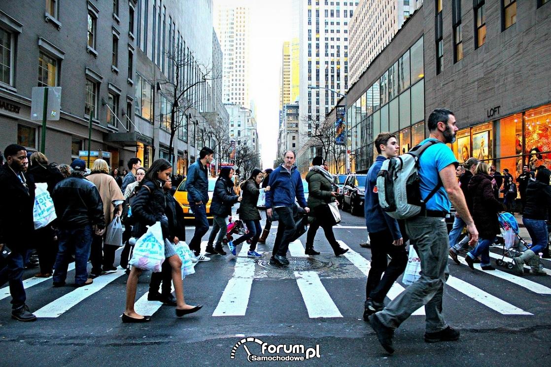 Ludzie na pasach, przejście dla pieszych