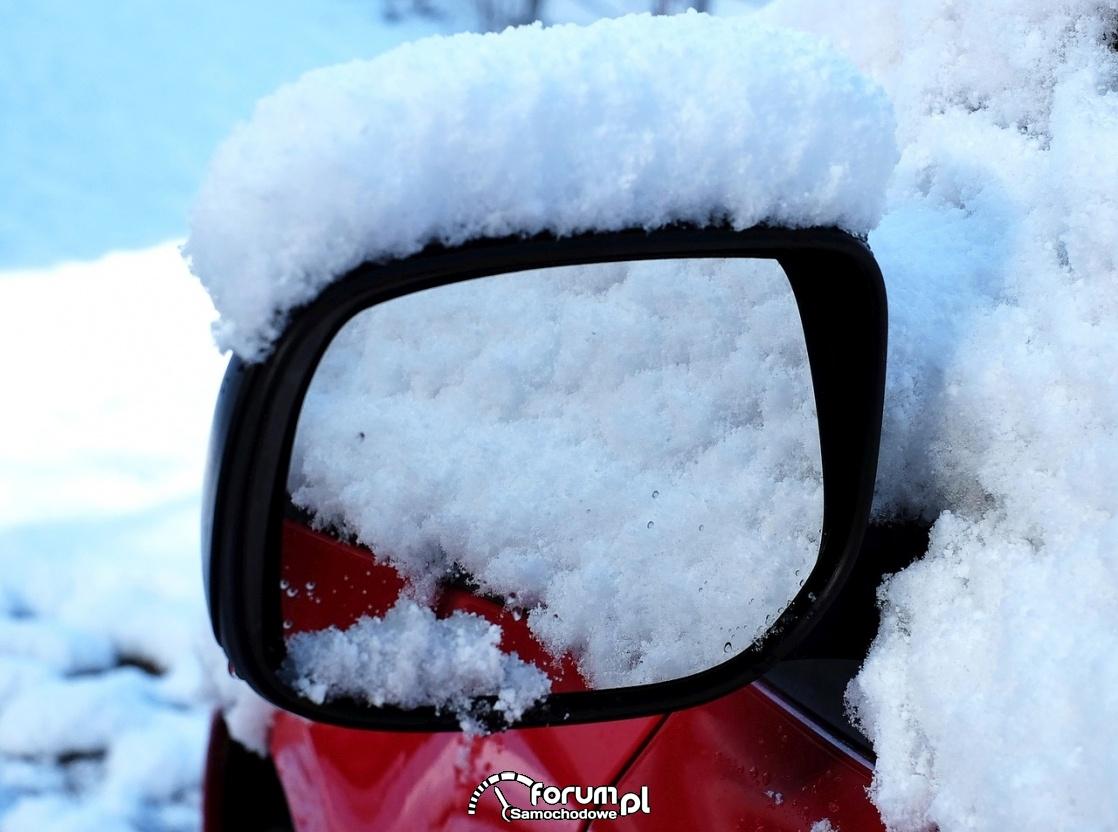 Lusterko wsteczne w śniegu, zima