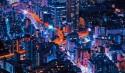 Miasto nocą, światła samochodów