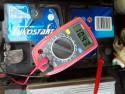 Niskie napięcie na akumulatorze i problem z odpaleniem silnika