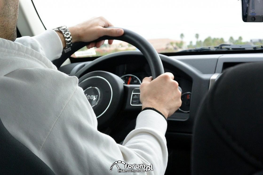 Jak poruszać się po kierownicy?