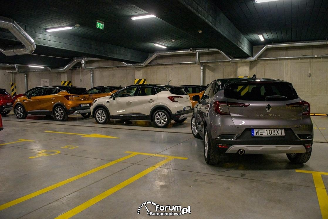 Jak bezpiecznie parkować przed i po świętach oraz podczas wyprzedaży?