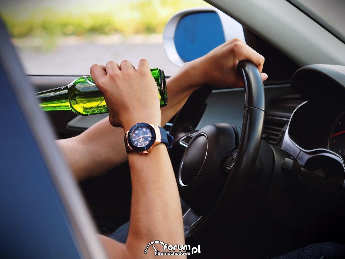 Nie jedz, nie pij, nie pisz podczas prowadzenia auta