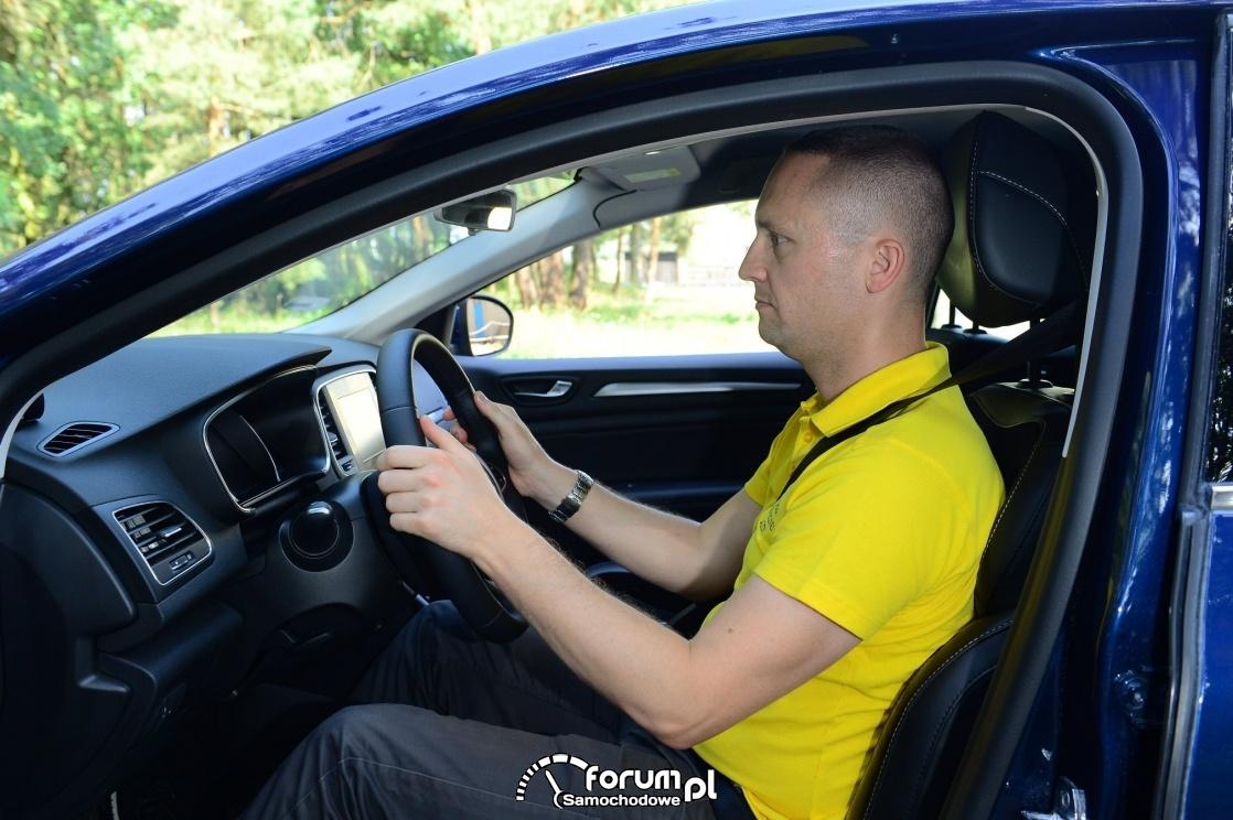 Prawidłowa pozycja za kierownicą