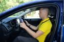 Jak prawidłowo siedzieć za kierownicą i jak się ubierać?