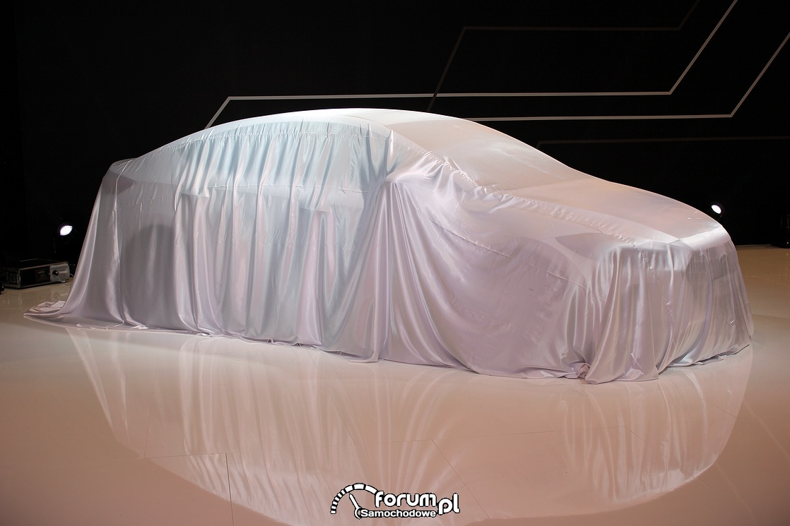 Premiera samochodu, przykryte auto