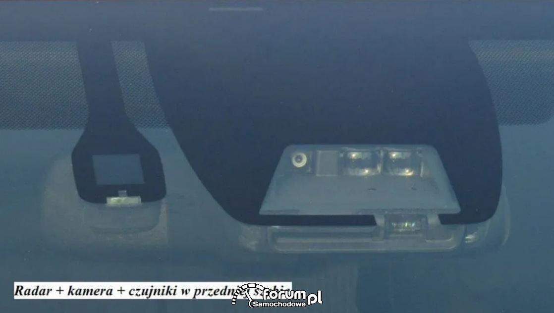 Radar, kamera, czujniki w przedniej szybie - Auris Hybrid