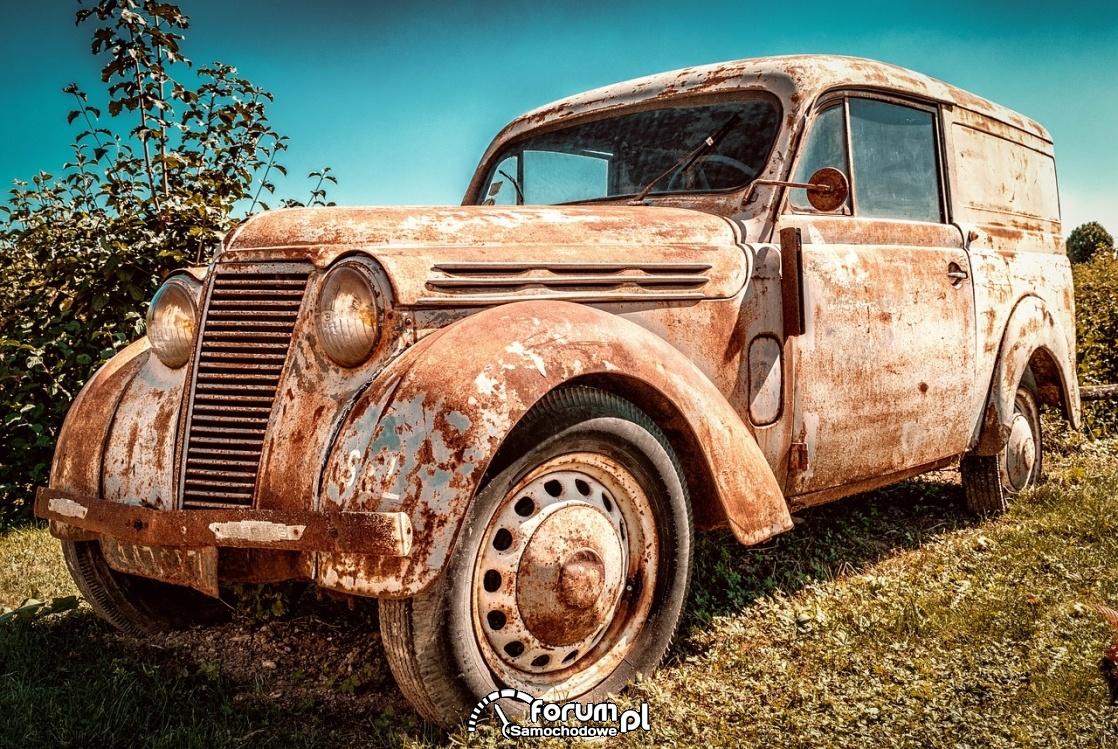 Renault Juvaquatre, old car, rdza