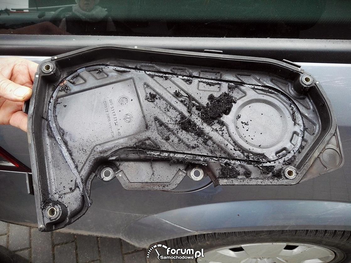 Rozrząd Opel Vectra C 1.9 CDTI 120KM, obudowa rozrządu zniszczona przez pasek