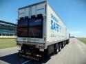 Samsung Safety Truck na drogach - monitory z tyłu na naczepie