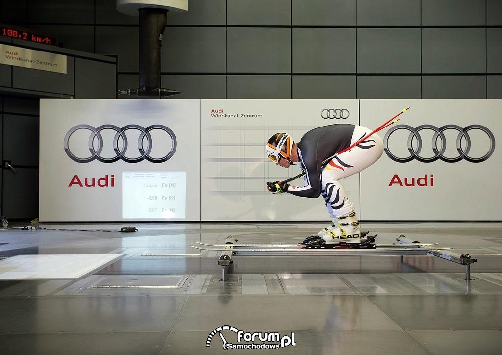 Skoczek narciarski w tunelu aerodynamicznym Audi