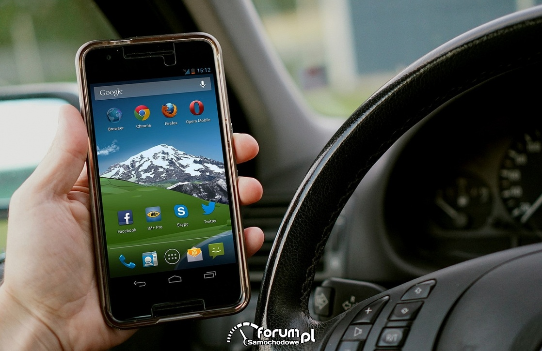Kamery wykrywają kierowców którzy używają telefonu w czasie jazdy