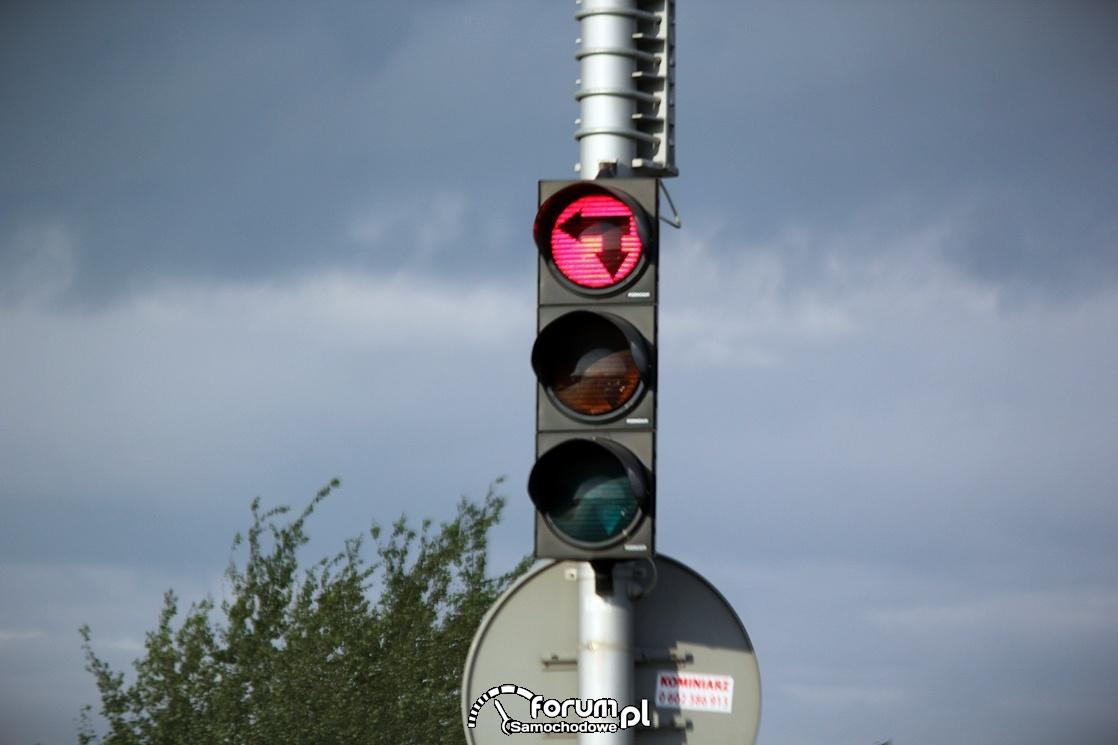 Sygnalizator świetlny do skrętu w lewo i zawracania