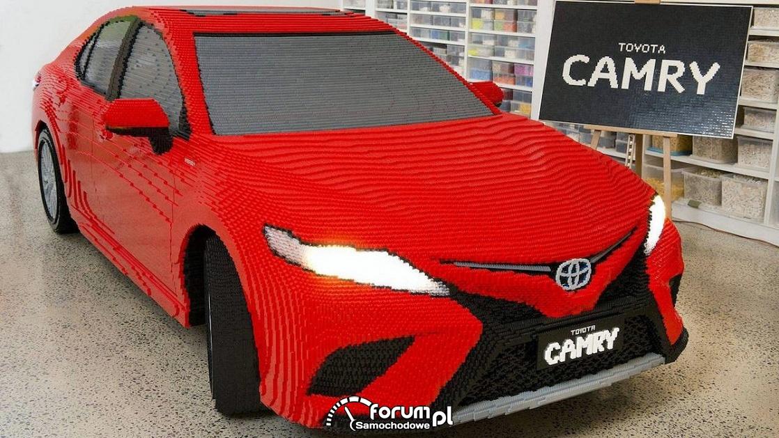 Toyota Camry hybrid, samochód z klocków lego