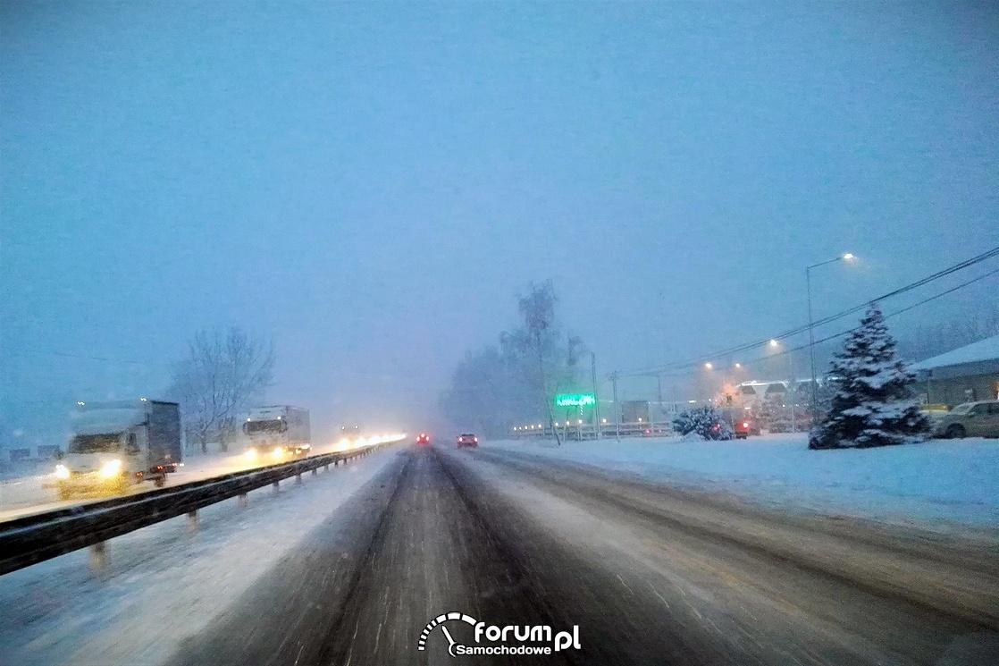 Trudne warunki drogowe, zima, śnieg