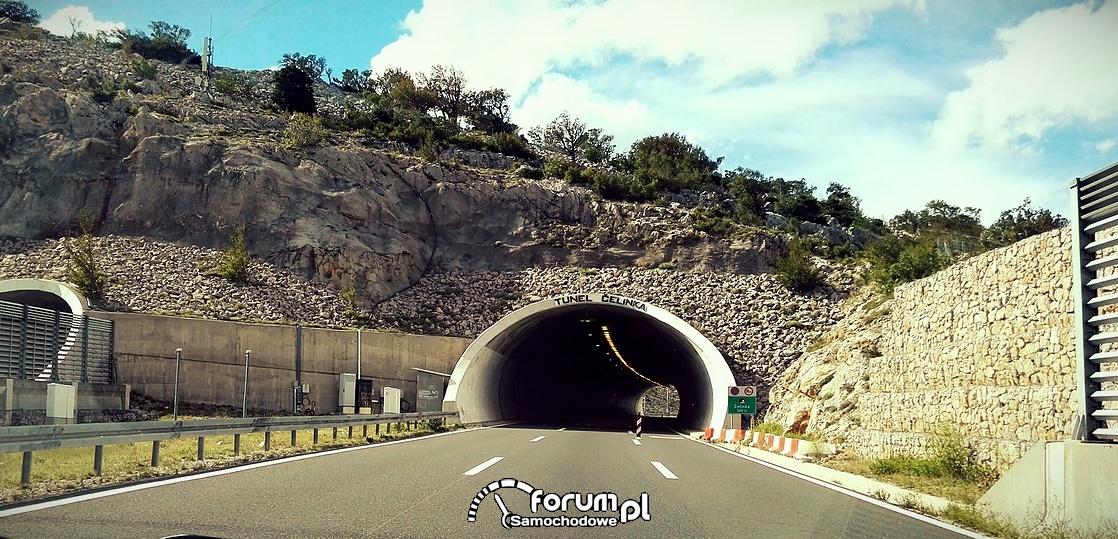 Tunel Celinka, górski tunel wykuty w skale