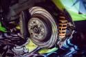 Przyczepne opony i sprawne hamulce - samochód do driftu