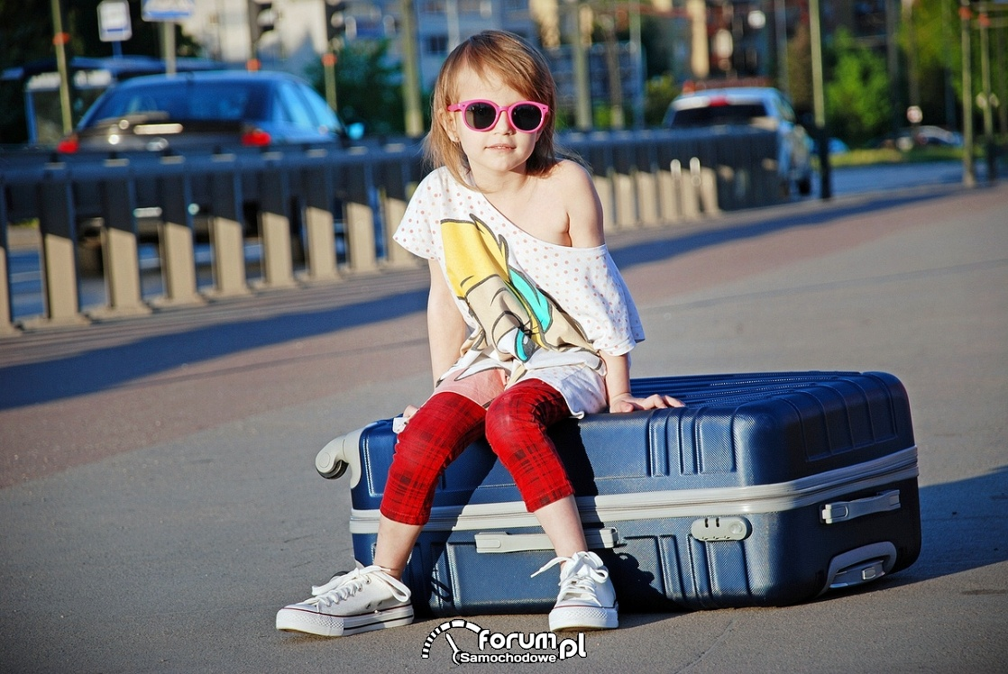Wakacje, dziecko, walizka