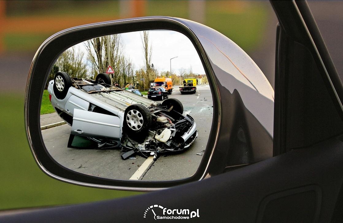 Wypadek w lusterku wstecznym kierowcy