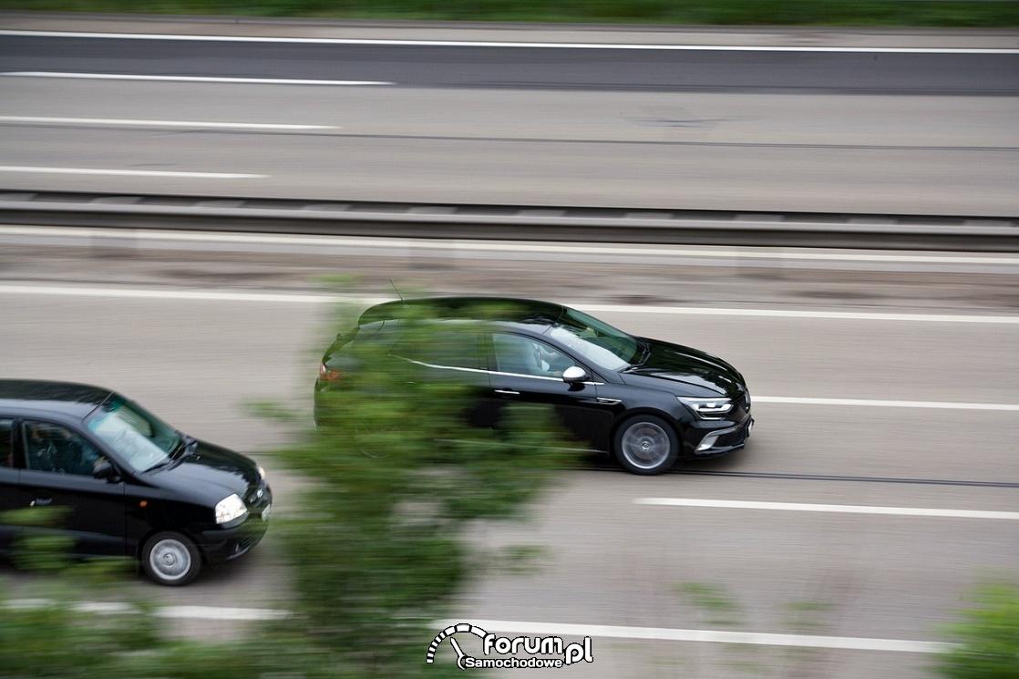 Wyprzedzanie na autostradzie, trzy pasy ruchu