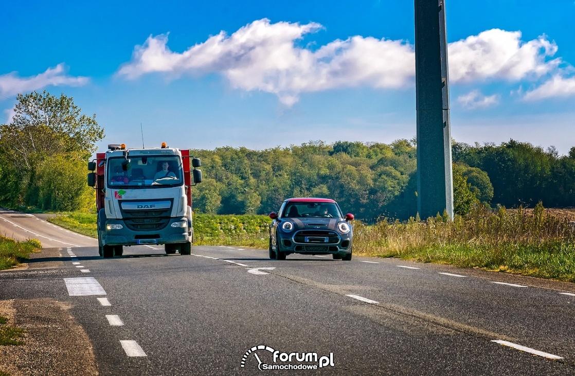 Wyprzedzanie na drodze lokalnej