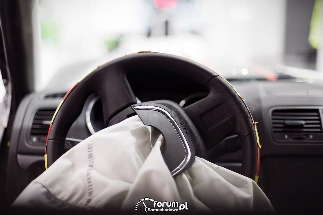 Wystrzelona poduszka w samochodzie, airbag kierowcy