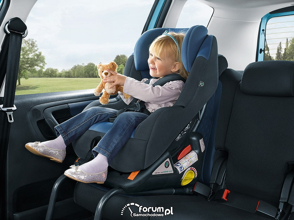 Jak zamontować fotelik w samochodzie dla Twojego dziecka?