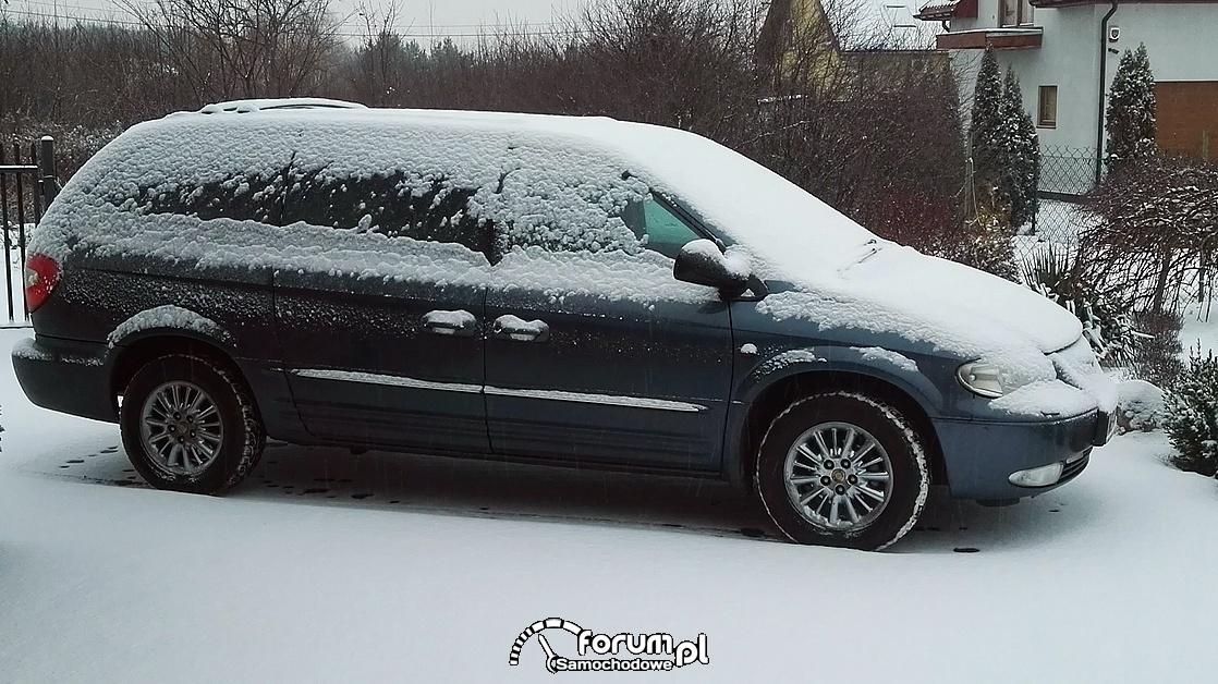 Zaśnieżony samochód, Chrysler Grand Voyager