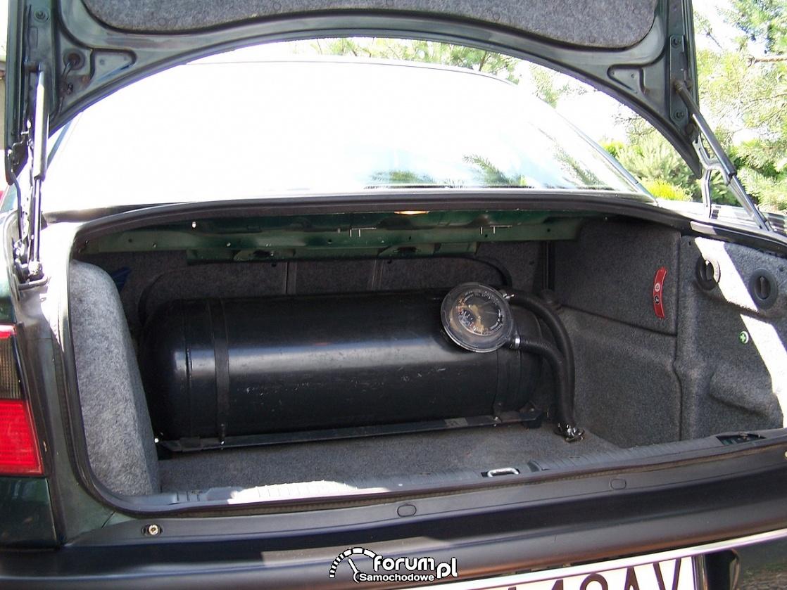 Zbiornik, butla do gazu w bagażniku