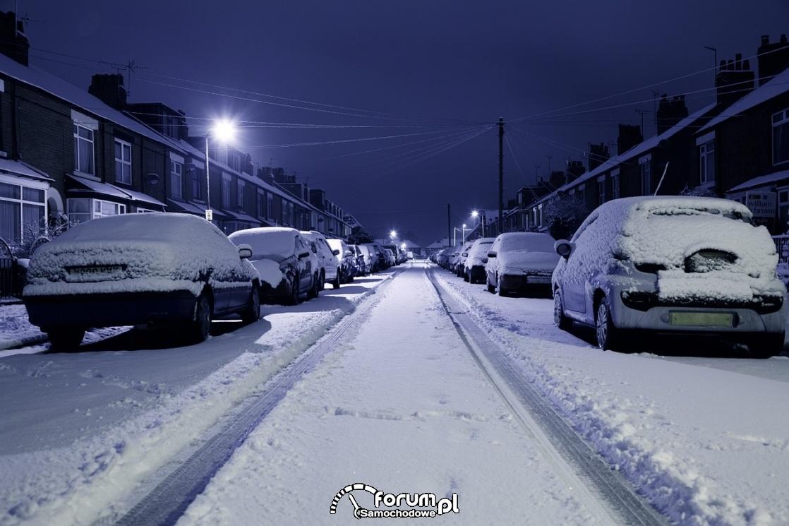 Zima, samochody, noc