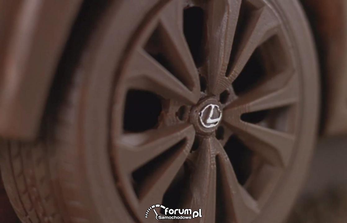 Czekoladowe alufelgi, Lexus UX 250h