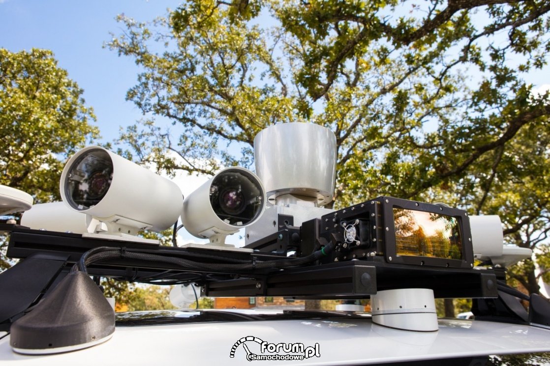 Kamery na dachu Lexus'a LS 600hL