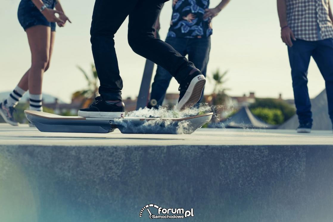 Lexus hoverboard, lewitująca deskorolka