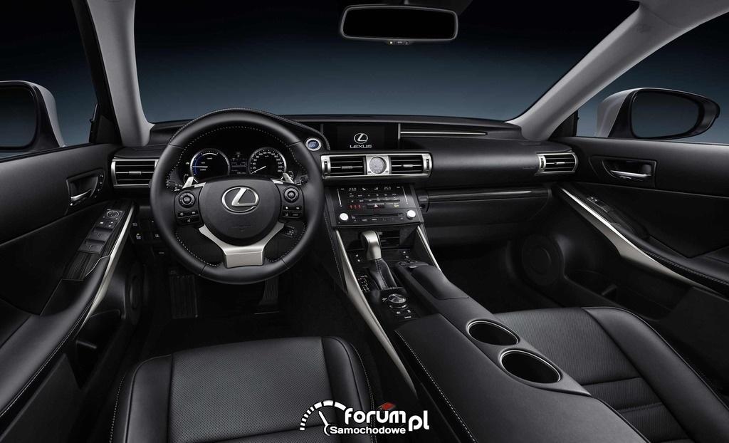 Lexus IS 300h, wnętrze