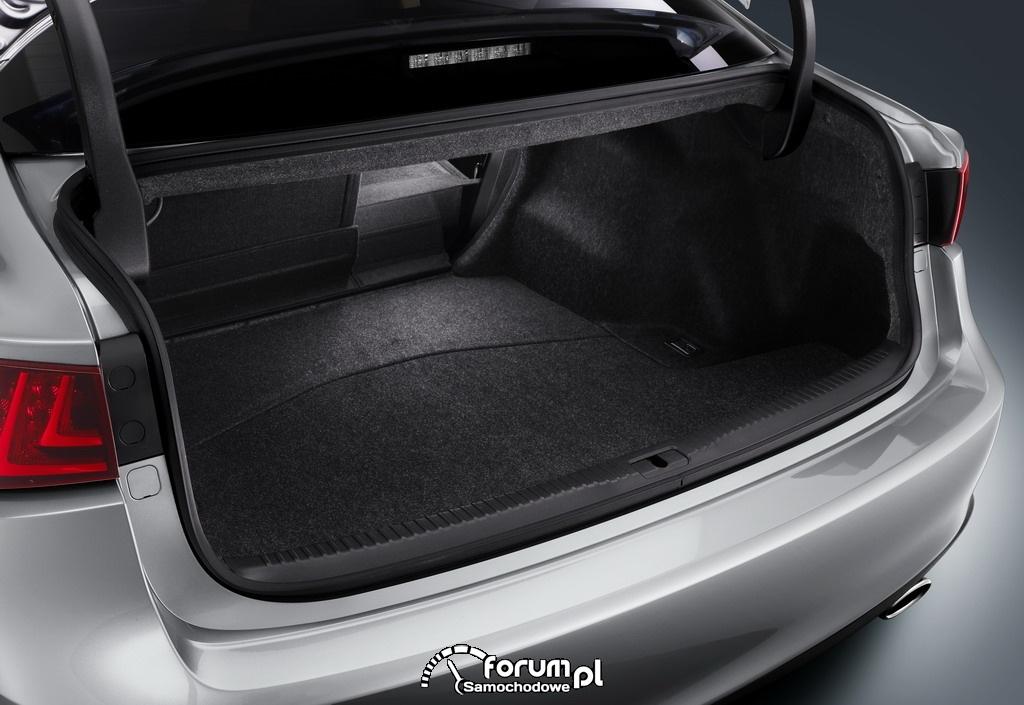 Lexus IS, pojemny i przestronny bagażnik