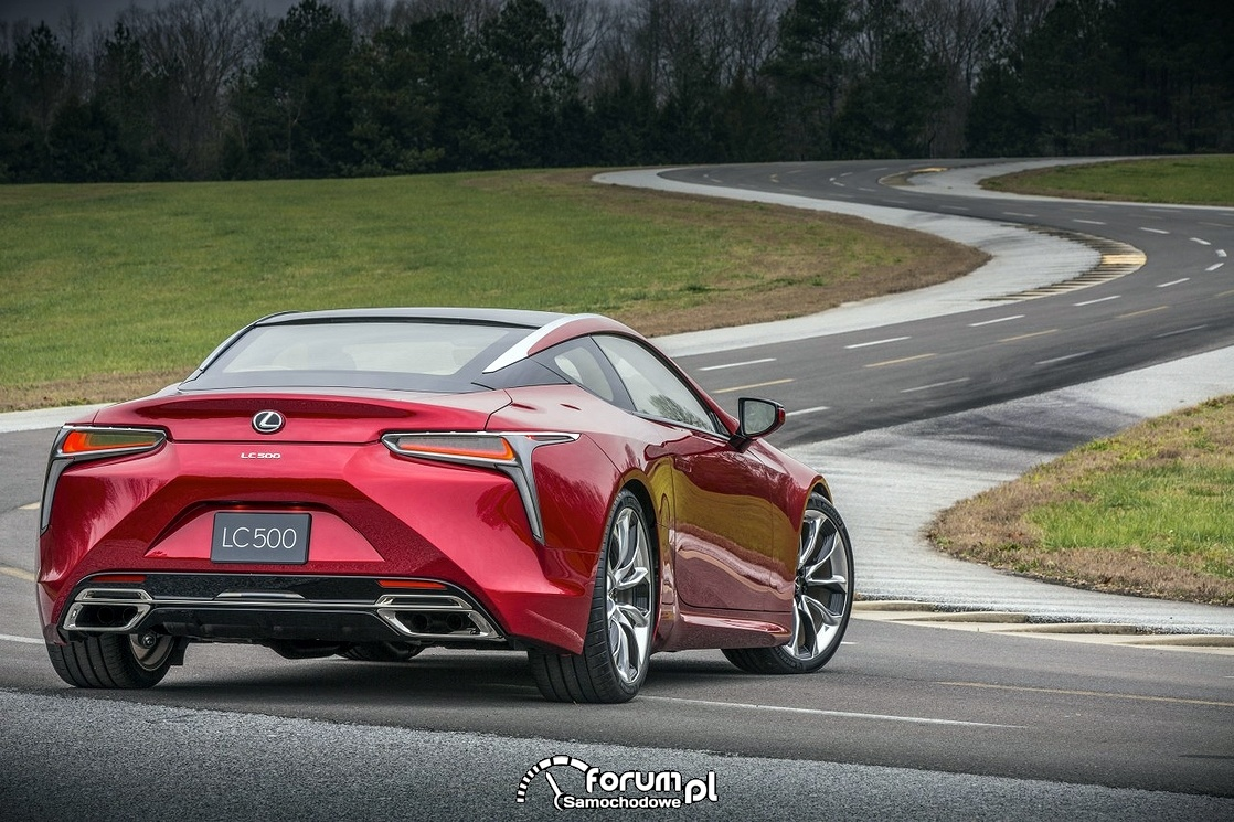 Lexus LC 500, na torze wyścigowym