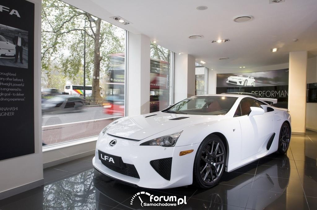 Lexus LFA, salon