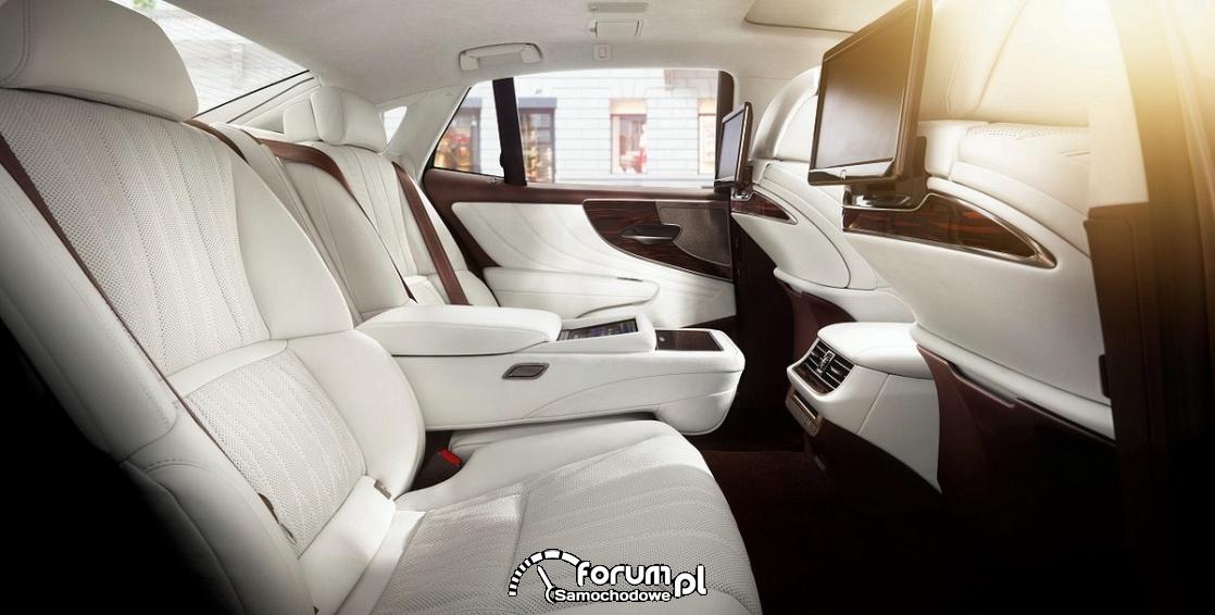 Lexus LS 500h, luksusowe tylne siedzenia