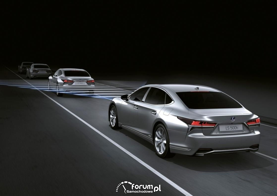 Jak Lexus zwiększa bezpieczeństwo na drogach?