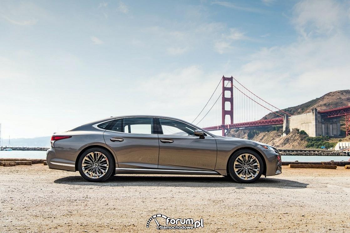 Lexus LS, bok