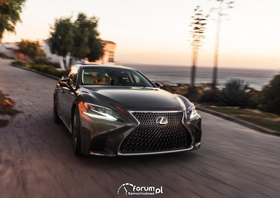 Lexus LS, przód