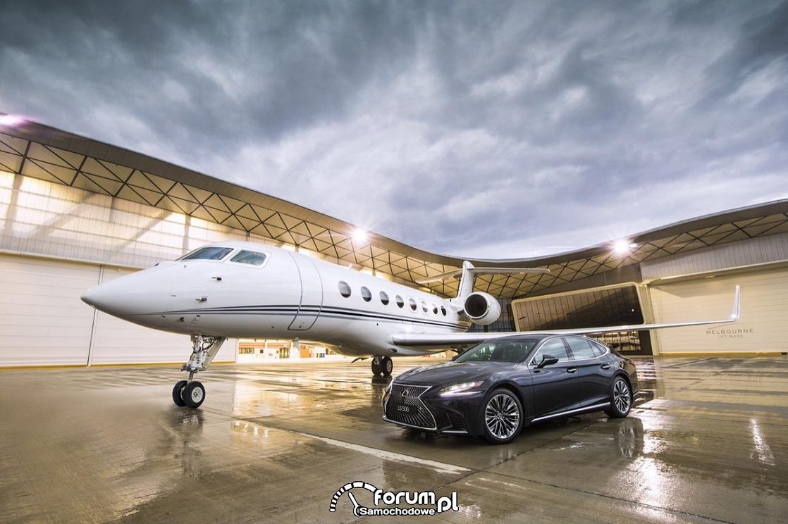 Lexus LS500, samolot