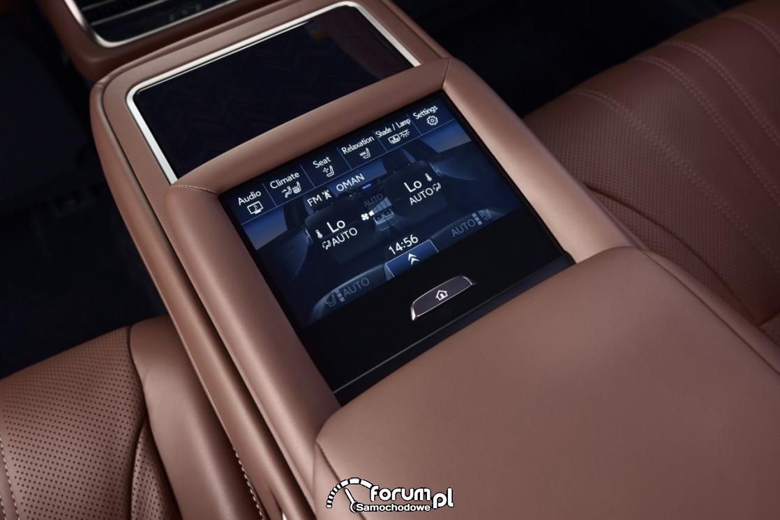Lexus LS500h, środkowy panel sterowania funkcjami samochodu