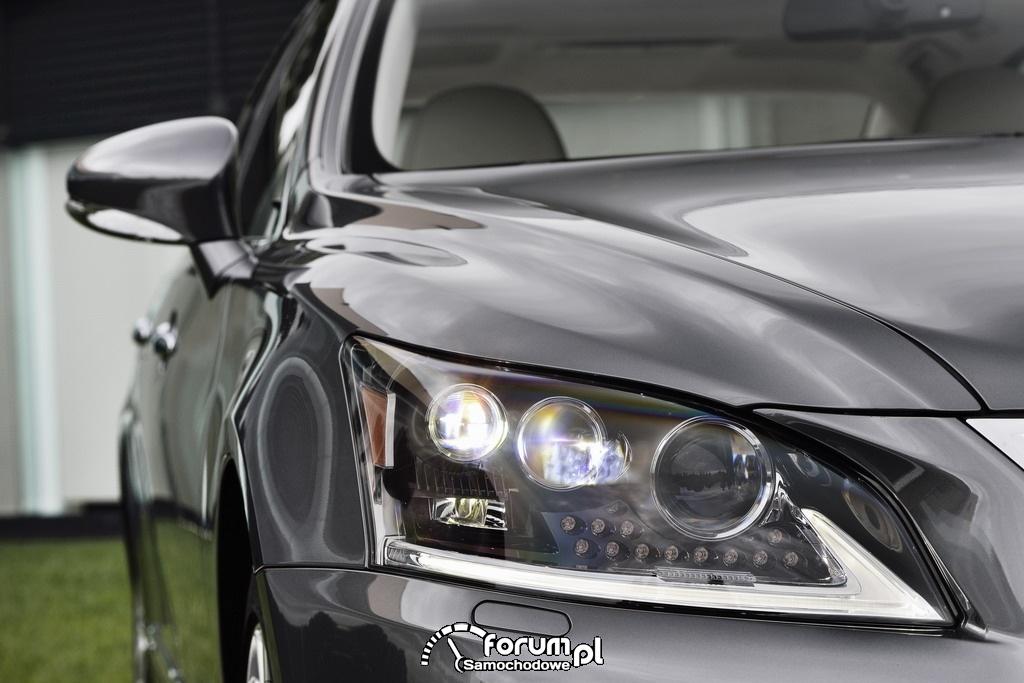 Lexus LS600hL, przednia lampa LED